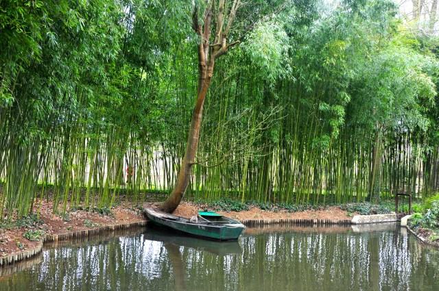 Imagem bucólica nos Jardins de Monet.