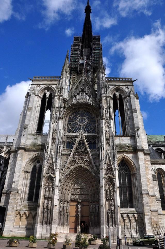 A fachada da Catedral de Rouen retratada por Monet.