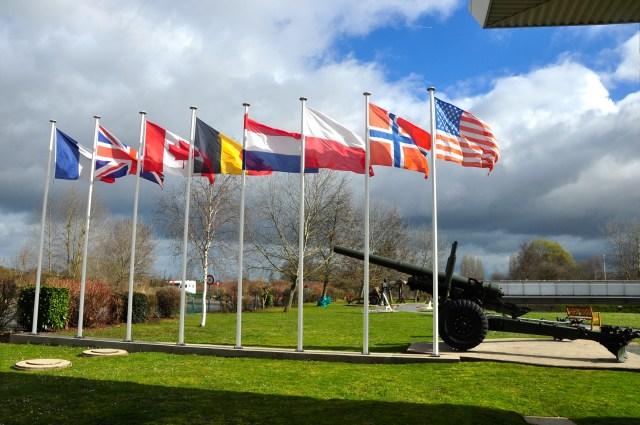 Na costa da Normandia existe um memorial a cada esquina.