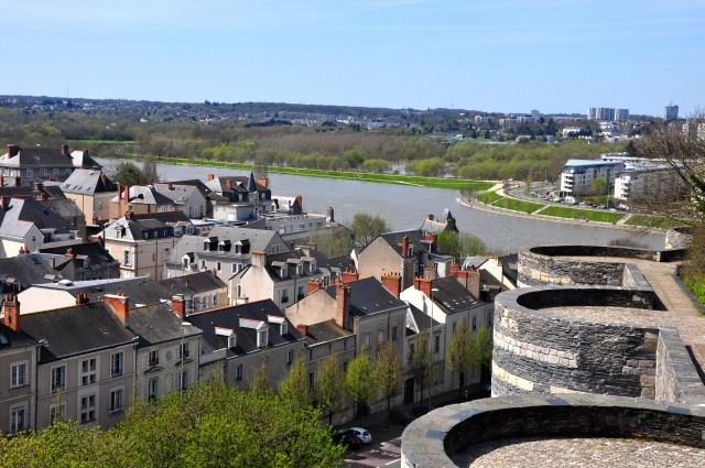 A cidade de Angers nas margens do Rio Maine.