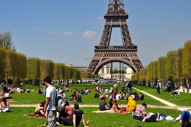 Campo de Marte, um dos principais parques de Paris.