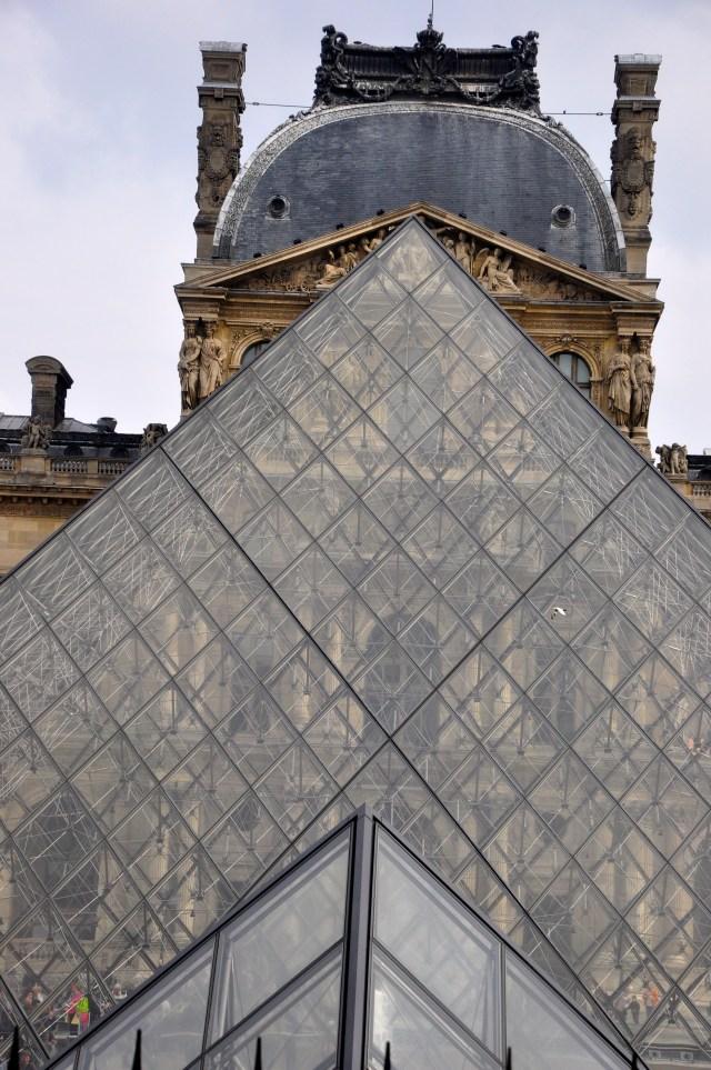 A transparência da Pirâmide.