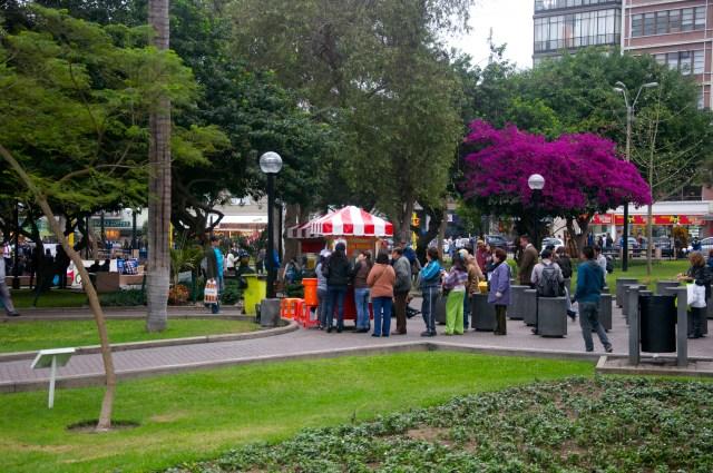 O Parque Kennedy é um playground para Miraflores