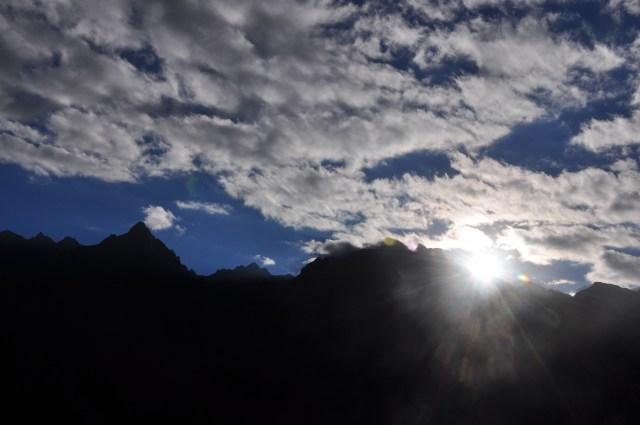 O sol nascendo em Machu Picchu