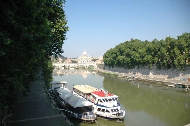 O Rio Tibre que corta Roma.