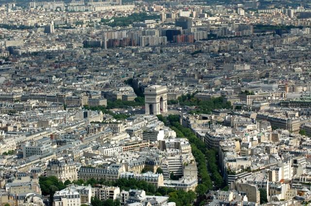 O Arco do Triunfo visto do alto da Torre Eiffel