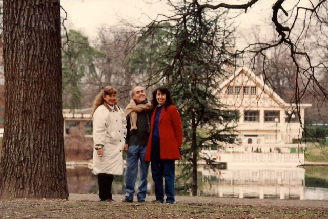Mônica com Sebastião Nery e Cristina, os nossos anfitriões em Paris.