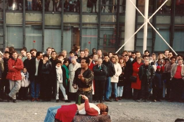 Artistas de rua em frente ao Centro Georges Pompidou.