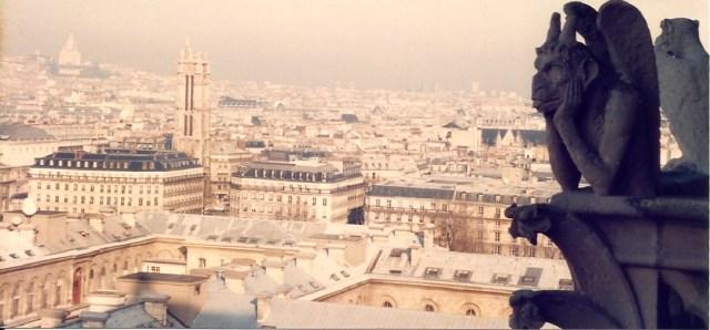 Belas vistas de Paris do alto da Notre Dame.
