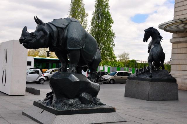 Escultura em frente ao Museu D'Orsay