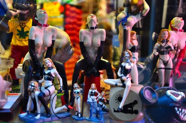 Objetos eróticos em loja de souvenir em Amsterdam.