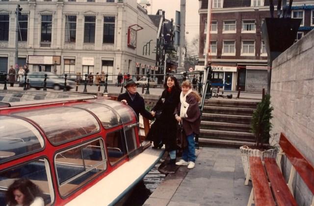 Passeio de barco pelos canais de Amsterdam.