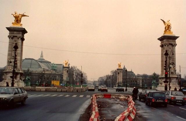 A ponte Alexandre III com o Grand Palais ao fundo.