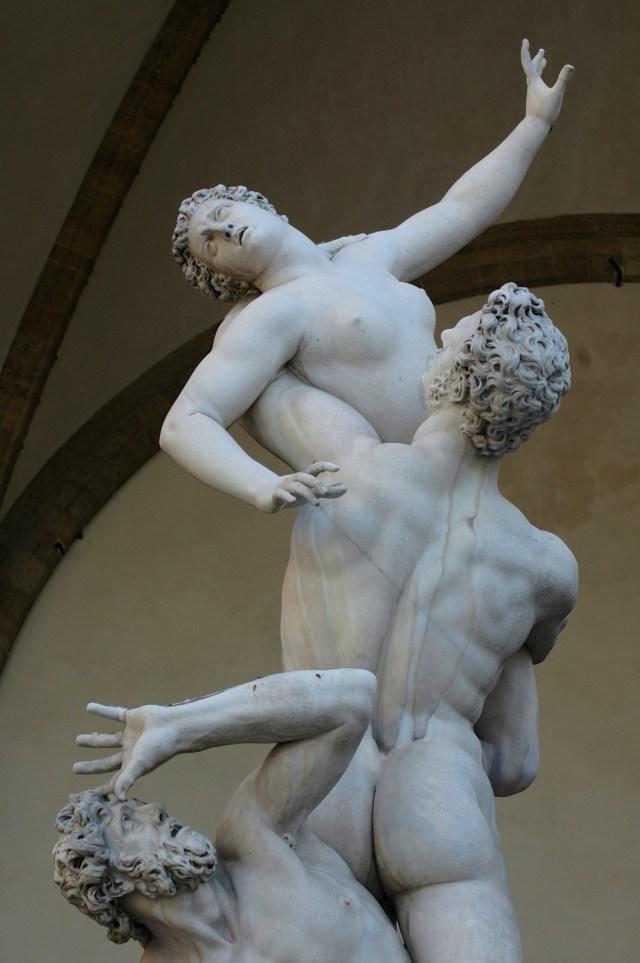 O Rapto das Sabinas, uma estátua de Giambologna