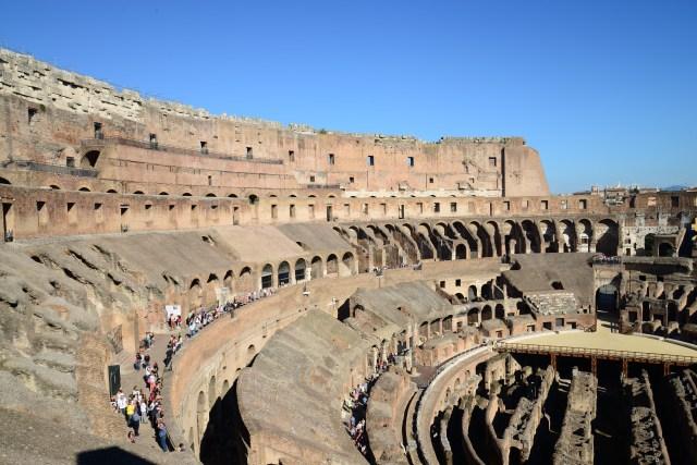 No Coliseu cabiam mais de 50 mil pessoas.