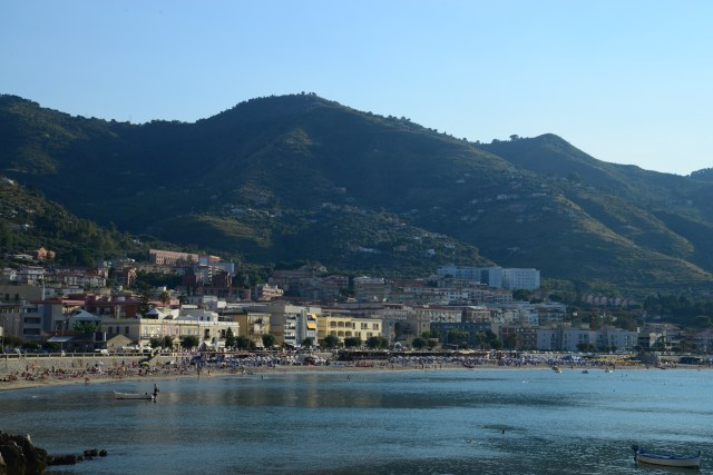 O litoral do Mar Tirreno nas imediações de Palermo.
