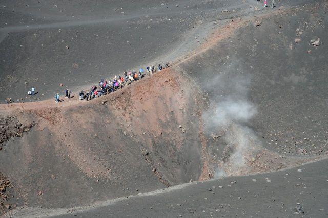 As chaminés do Etna estão permanentemente abertas.