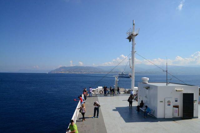 As montanhas da Calábria ao fundo.
