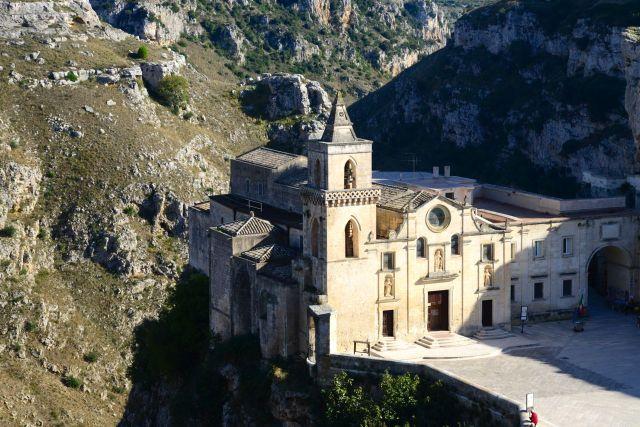 Igreja pendurada no Cânion em Matera