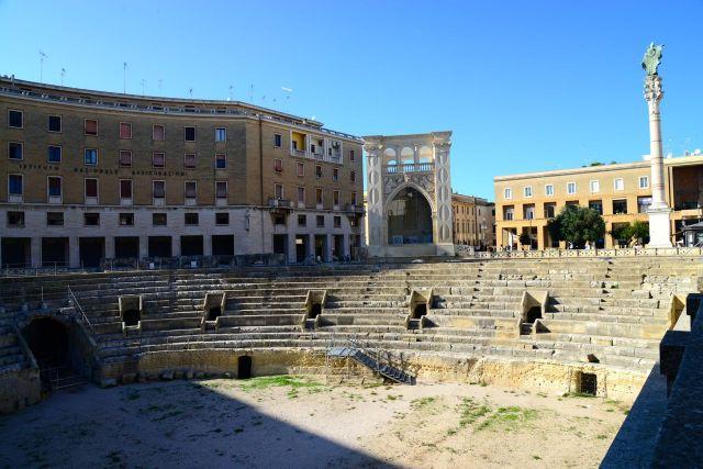 As ruínas do Anfiteatro Romano de Lecce
