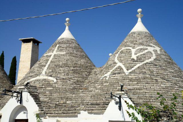 Inscrições pagãs e cristãs no teto das casas.