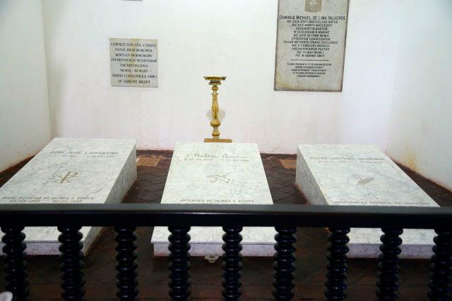 O túmulo de Dom Hélder Câmara, na nave central da Catedral da Sé de Olinda.