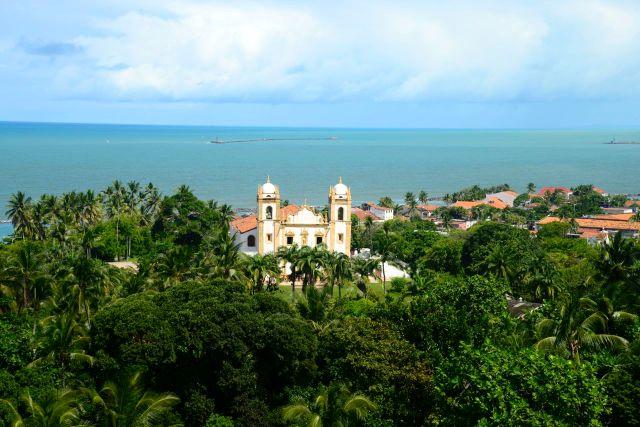 A ampla vista do mar a partir da colina impressionou Duarte Coelho.