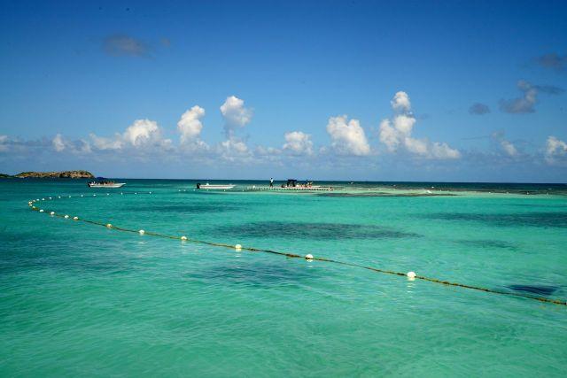 Chegamos ao atol para o mergulho com as arraias.