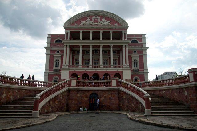 Fachada principal do Teatro de Manaus.