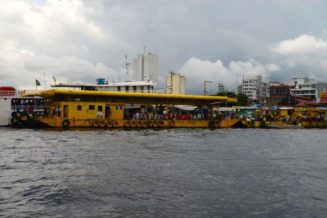 Pier de atracação em Manaus.
