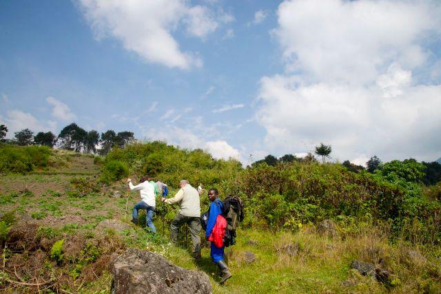 A difícil caminhada para o alto da montanha.