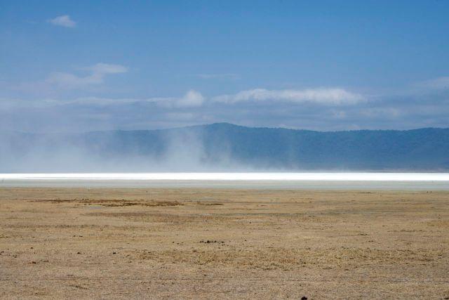 Nuvens de sal na Cratera do Ngorongoro.