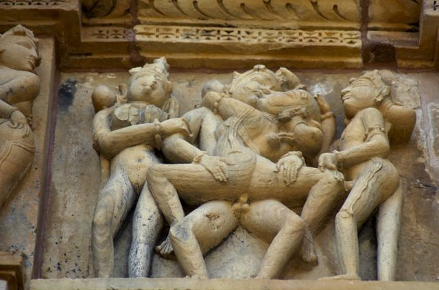 Detalhe de um dos templos eróticos de Kajuraho.