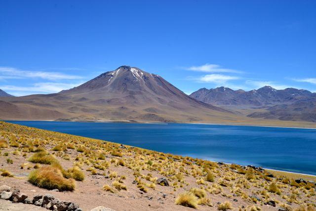 O Vulcão e a Laguna Miñique