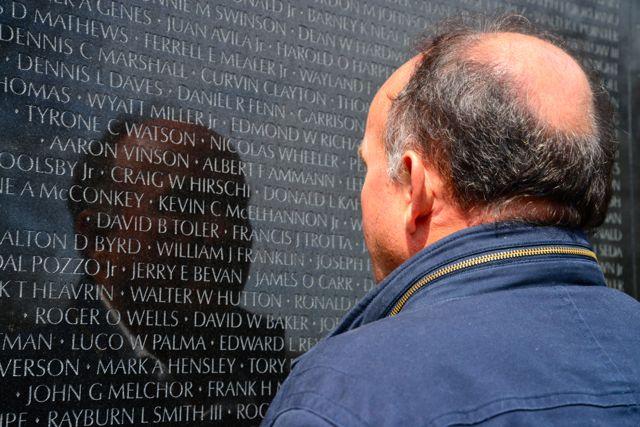 Todos os soldados mortos ou desaparecidos na Guerra do Vietnam estão gravados no Memorial.