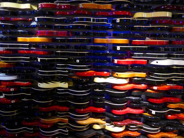 O painel de guitarras é famoso no Hard Rock Café