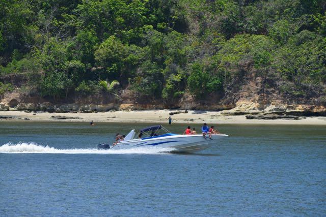 O rio é navegável no baixo curso, até a cidade de Cachoeira.