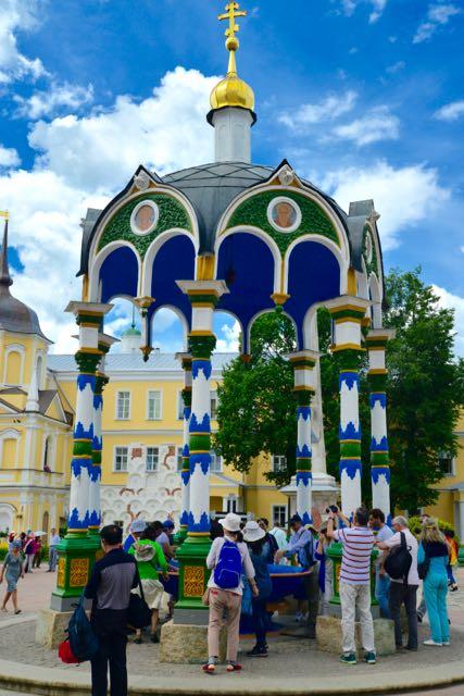 A Rotunda sobre a fonte santa