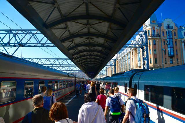 Seguimos de trem para São Petersburgo.