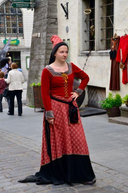 Traje típico medieval em Talin.
