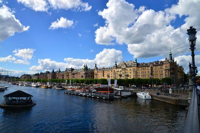 Mansões e Palácios bordejam os canais de Estocolmo.