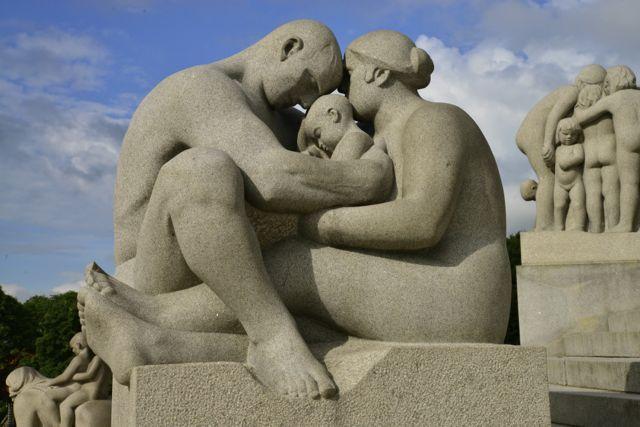 Uma das magníficas esculturas de Vigeland