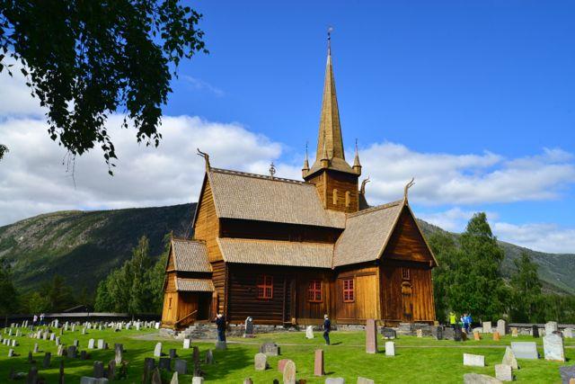 A igreja de madeira de Lom, Lomskyrkja.