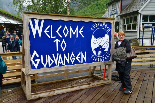 Chegamos a Gudvangen, na beira do Fiorde de Naeroy