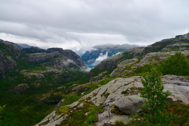 A trilha para a Prekestolen.