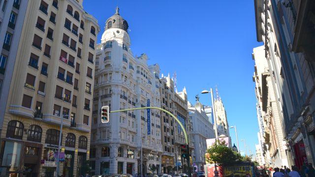 A Gran Via é a principal avenida de Madri
