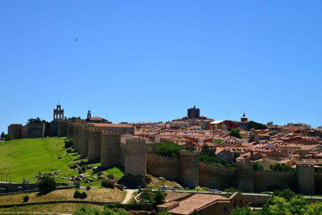 A cidade antiga de Ávila, cercada pela muralha.
