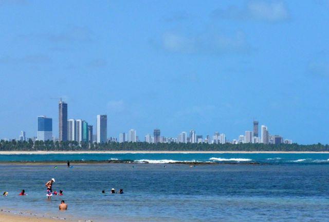 O Cabo de Santo Agostinho está ali bem pertinho de Recife.