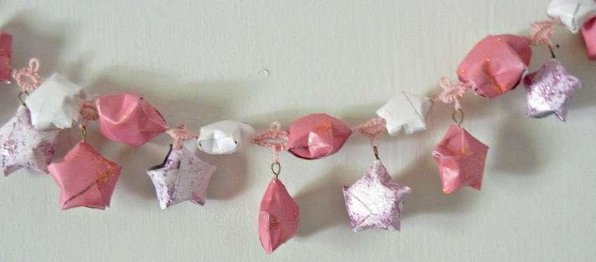 Girlande aus Papiersternen