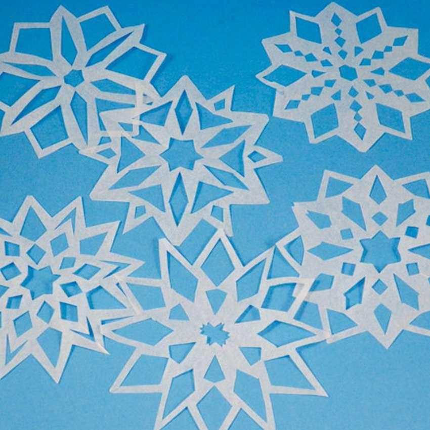 كيفية قطع الثلج من المناديل